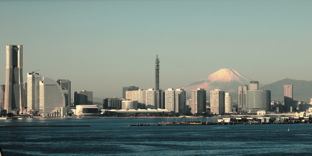 skyline-of-yokohama-with-mount-fuji