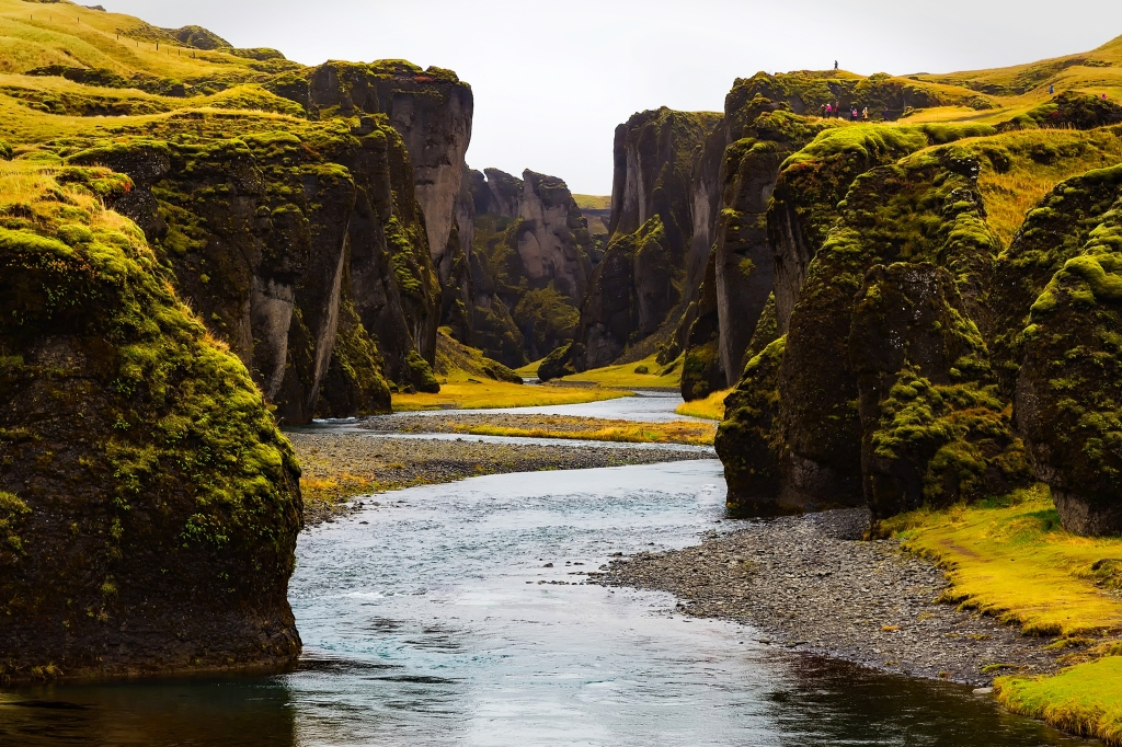 beautiful-green-iceland-mountains-and-river-379-big